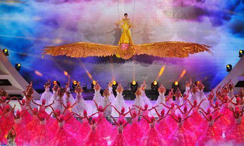 9月7日晚,第9届中国金鹰电视艺术节开幕式暨文艺晚会在湖南会展中心隆重举行。 本报记者郭立亮摄