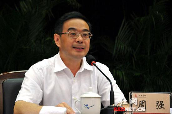 (湖南省委书记、省人大常委会主任周强在会上发表重要讲话。)