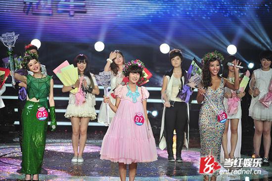 花儿朵朵全国三强:冠军王璐(中)、亚军肖小丹(左)、季军彭莉。