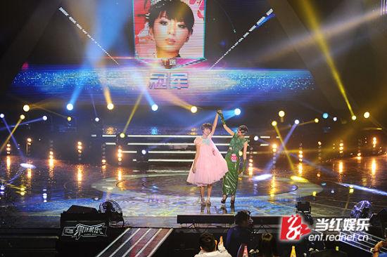 """""""牙套妹""""王璐在与肖小丹的冠军PK中胜出。"""