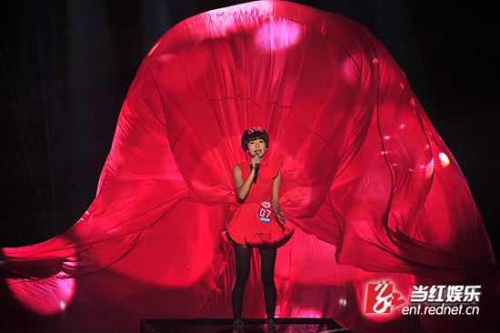 王璐献唱。