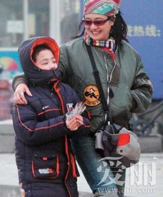 芙蓉姐姐自杀_芙蓉姐姐是否自杀引争议 盘点未婚生子的女星_新浪湖南新闻 ...