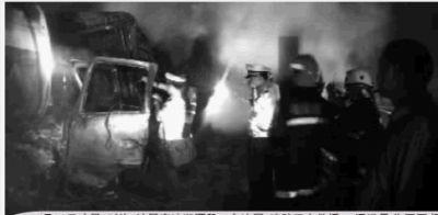 9月20日凌晨1时许,沪昆高速湘潭段,3车追尾,消防正在救援。通讯员 朱亚军 摄