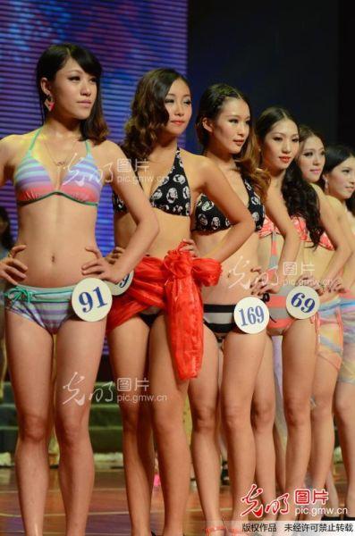 2012年9月21日,佳丽表演泳装秀