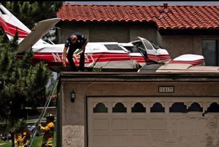 飞机失事的几率很小,而且也很少有人能够看到飞机失事的瞬间.