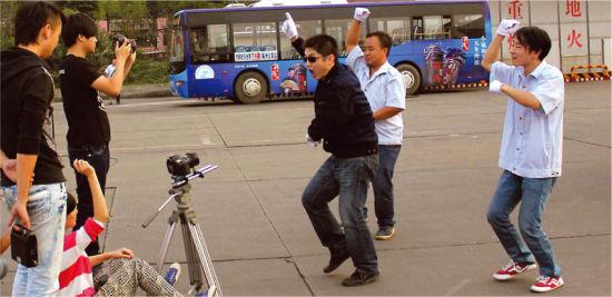株洲河西公交基地拍摄株洲版《江南Style》