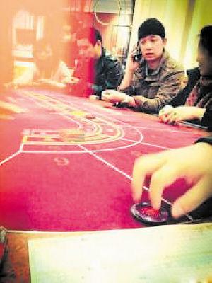 爆料人扒出潘粤明的赌博照片。