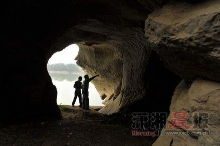 道县,潇水河边的含晖岩。
