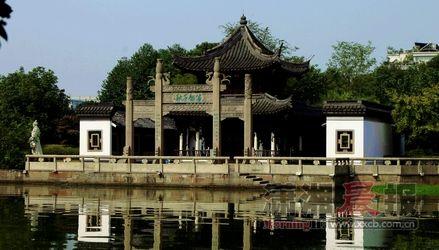 绍兴柯亭公园,相较三味书屋,游客甚少。