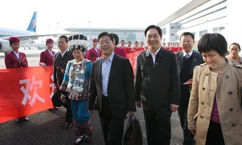 11月6日,出席党的十八大的湖南代表,在长沙黄花国际机场,即将登机启程赴京参加盛会。本报记者 罗新国 张 目 摄