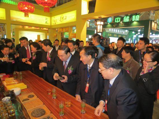 2012年11月18日,中国中部(湖南)国际农博会在湖南长沙红星国际会展中心隆重开幕。湖南省君山银针茶业有限公司作为湖南省茶产业的领军企业,以黄茶特色引得各级领导的高度赞扬和广大消费者的青睐。