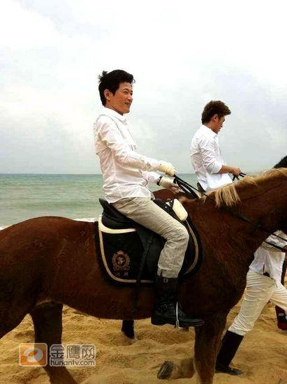矢野浩二与《天天向上》七兄弟录制宣传片