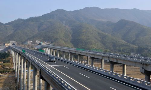 通平高速公路(湖南平江到湖北通城)建成通车
