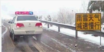 12月26日,长常高速益阳辖区连发撞车事故,交警部门加强了路面巡逻。