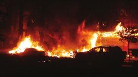 1月1日,耒阳市城北路与德泰隆路交会处的一变压器爆炸,并引发了火灾。图/通讯员王刚