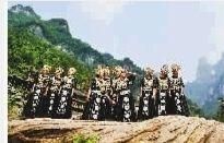 """崀山旅游人与自然和谐,让村民""""靠山吃山""""致富。 贺君 摄"""