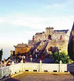 南岳衡山发展旅游解决就业数万人。 资料图片