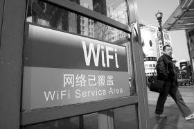 2011年2月24日,可无线上网的WiFi电话亭在上海悄然上岗。 图/IC