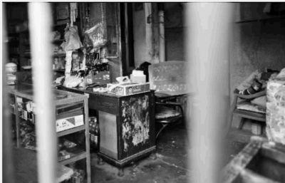 2月24日,长沙市狮子山社区,刘芳家及其相连门面大门紧锁,哥哥刘刚就是在她家将7岁的孩子掐死。记者 田超 摄