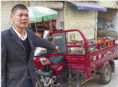被交警查扣的车竟然成了别人的车,株洲的刘师傅非常不满。通讯员 元美 摄