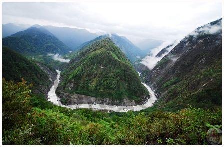 亲临雅鲁藏布大峡谷 触摸令人窒息的美(图)
