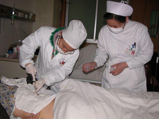 图1:全国首创采用椎旁及关节腔内局部注射抗痨药物