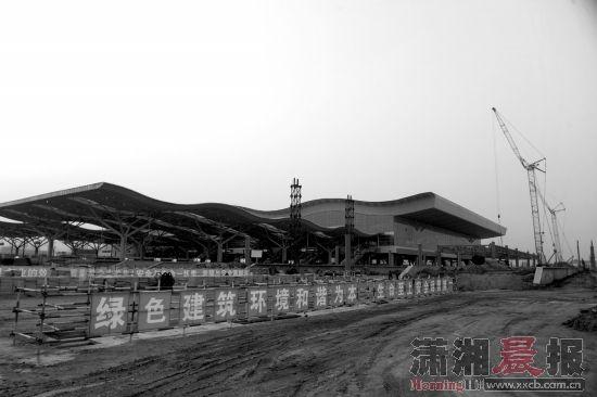 3月18日,正在建设中的长沙火车南站沪昆场。建好后,长沙火车南站在现有基础上将东扩50%。图/记者辜鹏博实习生周蔷