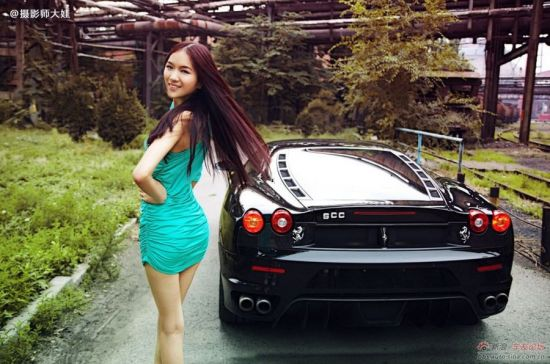 靓丽车模豪车旁秀美腿 车模郭夏劼高清图片