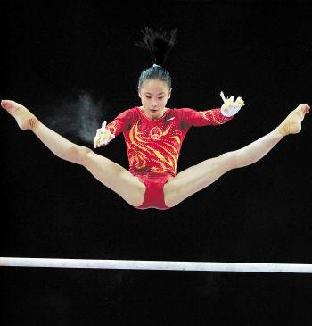 3月28日,中国选手谭佳薪在比赛中。新华社发