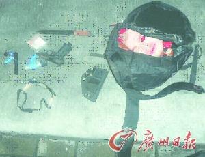 湖南窃贼全副武装偷车库
