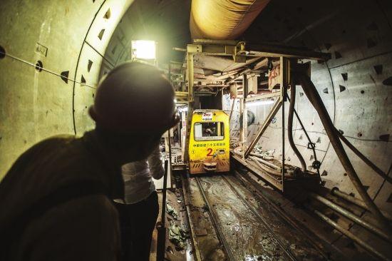 4月25日,长沙地铁1号线涂家冲站至铁道学院站区间正在施工。图/记者李坤