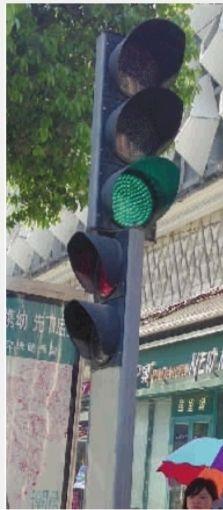新型信号灯上既有控制行人的两盏灯,也有控制车辆的3盏灯。