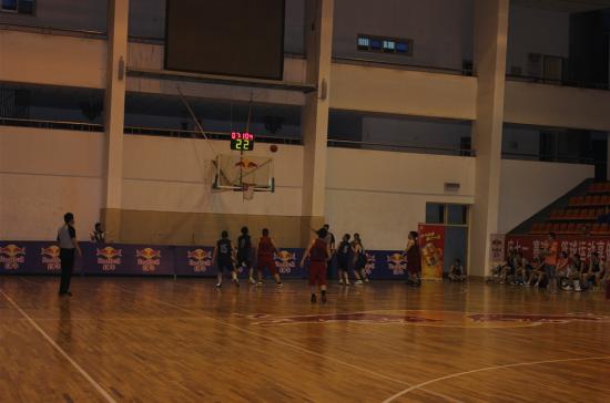 长沙市第八届公仆杯男子篮球赛21日开赛