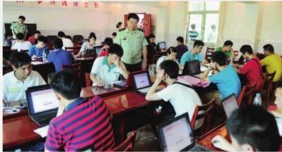 6月30日,武警湖南省总队医院,我省报考军校和国防生的应届高中毕业生在进行心理测试。 记者 郭立亮 通讯员 李学锋 摄