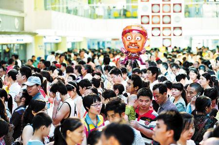 湖南省儿童医院迎来今年暑期的第一波学生就诊