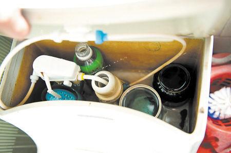 丁秋林自己设计的节水马桶