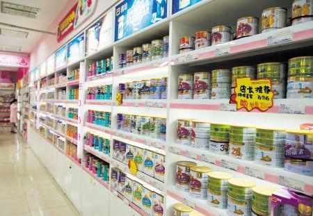 长沙多家药店已设立奶粉专区销售奶粉,但目前顾客稀少人气不旺。邹麟 摄