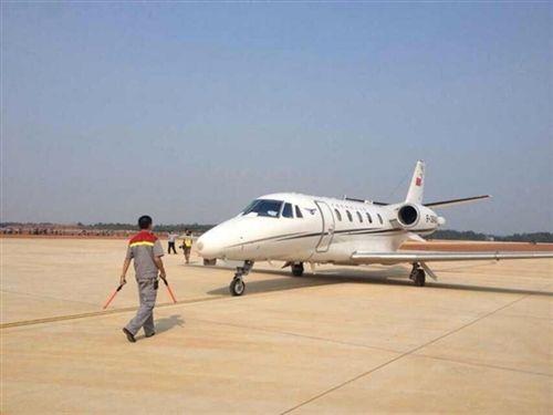 南岳机场昨日迎来首架飞机降落