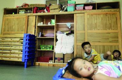 7月21日,长沙市岳麓区银太幼儿园,小一班教室里的储物柜。 记者 李健 摄