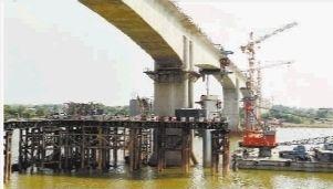 2013年7月5日,沪昆高铁长昆湖南段控制性工程——跨湘江特大桥成功合龙,标志着沪昆高铁长沙段主体全部完工。(资料图片)