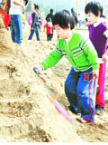 长沙600名小朋友和家长做沙雕