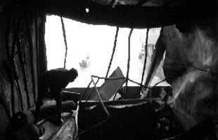 洞庭湖运砂船起火