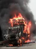京港澳高速衡阳段货车自燃