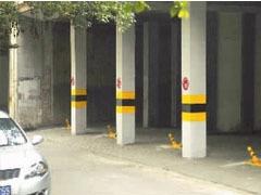 免费停车场安装32个地锁