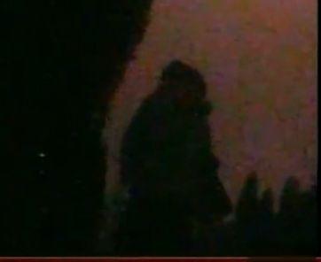 视频-实拍失足女烈士陵园里卖淫