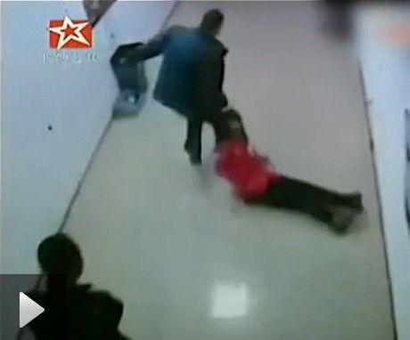 实拍女子被3男子拽头发拖出网吧后强暴